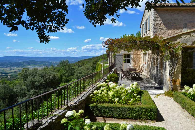 bridalidol_top_destinations_for_honeymoon_for_2014_Provence, France
