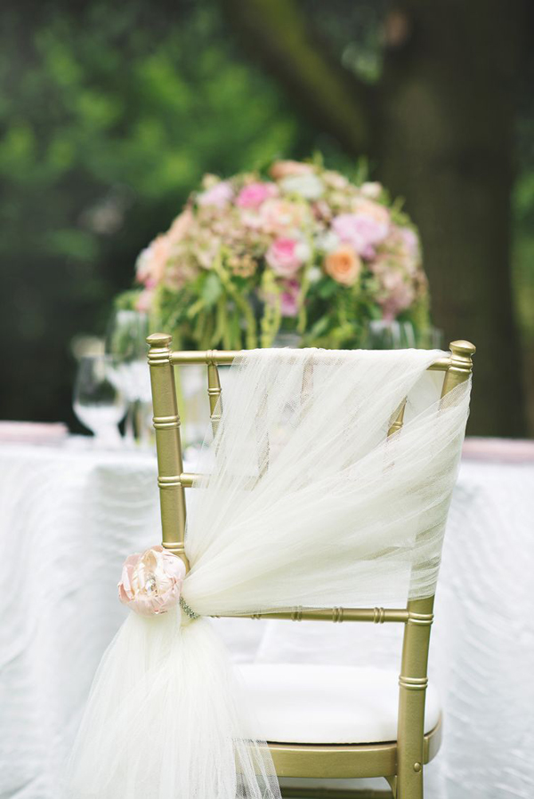 bridalidol_8_interesting_and_eazy_ideas_how_to_decorate_your_wedding_chairs_fabrics