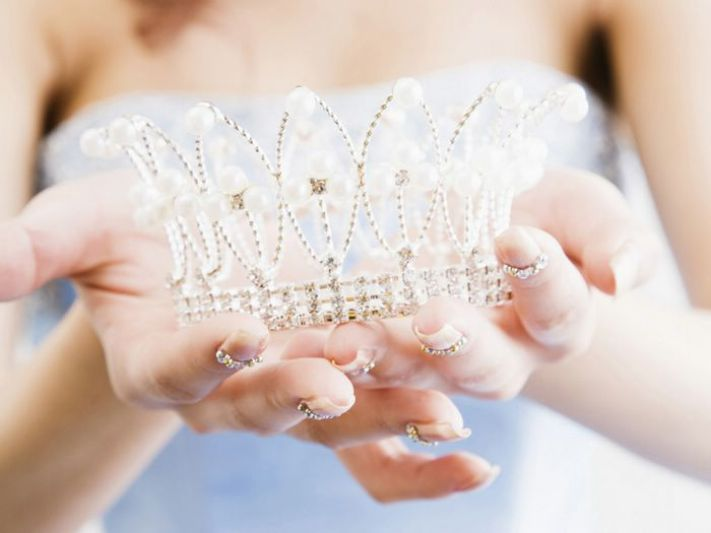 guide_of_the_modern_bride_tiara_instead_a_vail_1