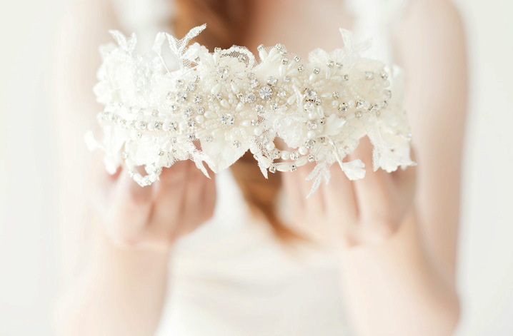 guide_of_the_modern_bride_tiara_instead_a_vail_7